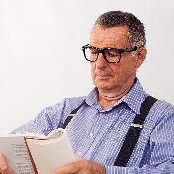 老眼鏡の度数は、一つでは足りません。